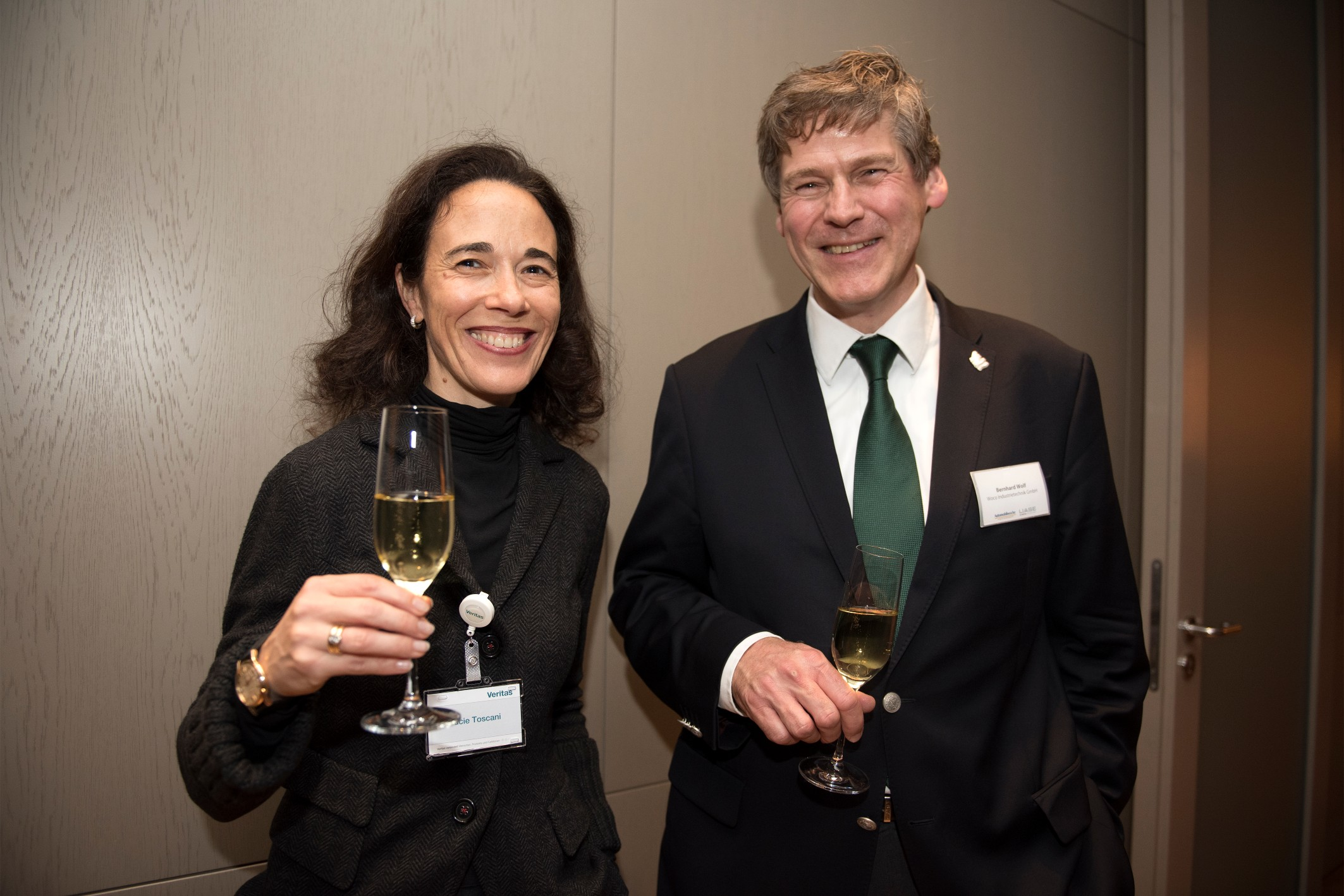 Lucie Toscani, CEO of Veritas, and Bernhard Wolf, Member of the Executive Board of WOCO Industrietechnik.