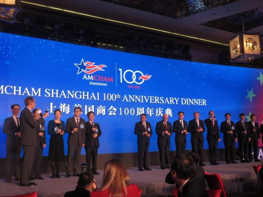 Led by AmCham President Kenneth Jarrett, dignitaries are share a toast for the 100th year of AmCham Shanghai during the anniversary gala.