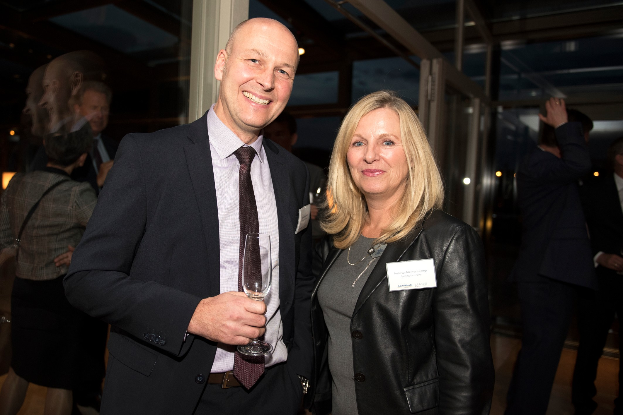 Roland Bernhardt (left), Head of Global Accounts at Volkswagen, and Annette Meiners-Langs (right), Sales Manager at Automobilwoche.