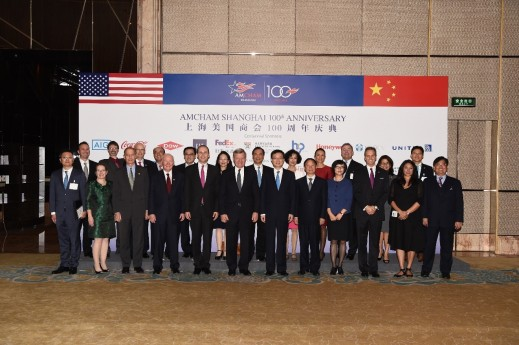 Dignitaries and sponsors pose for a group photo at the AmCham 100th year anniversary gala in Shanghai.