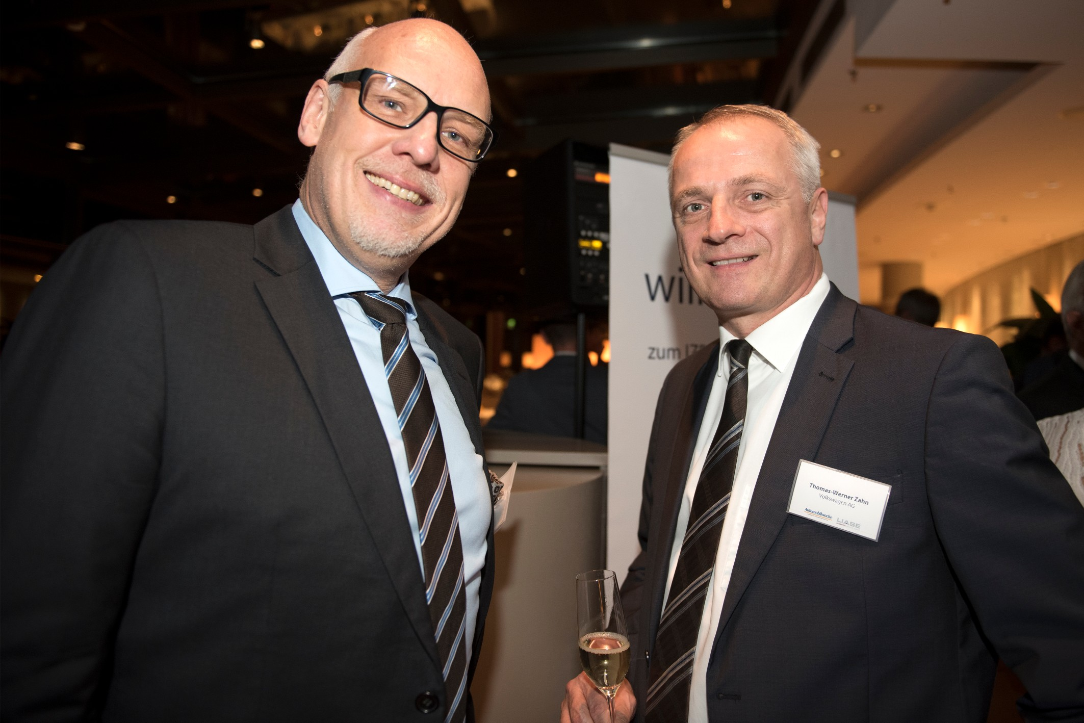 Henning Krogh, Reporter at Automobilwoche, and Thomas-Werner Zahn, Head of Sales and Marketing at Volkswagen.