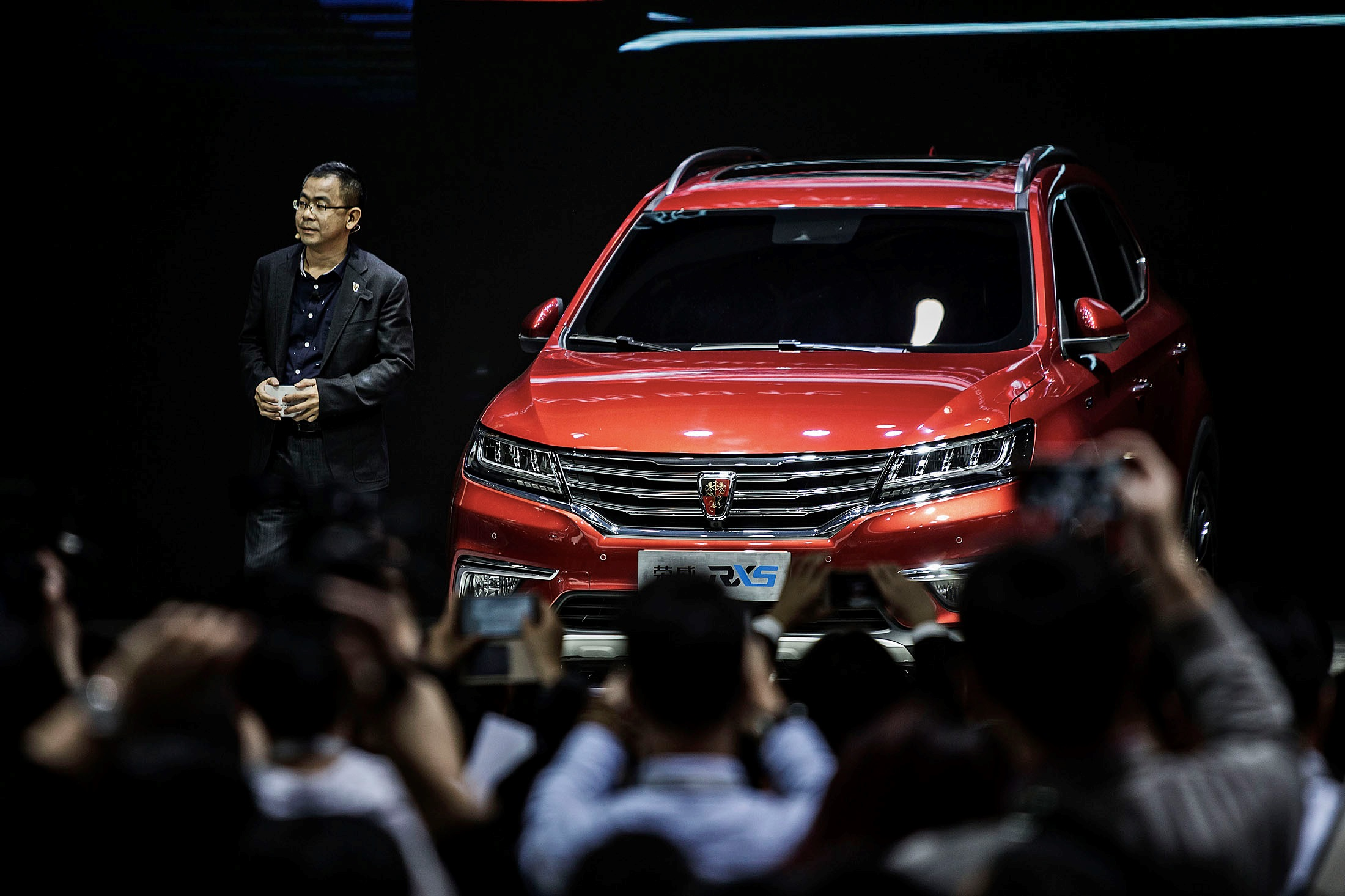 SAIC Motors presents its new Roewe ERX5, a fuel-efficient, connected SUV that aims to be more affordable than its foreign competitors.