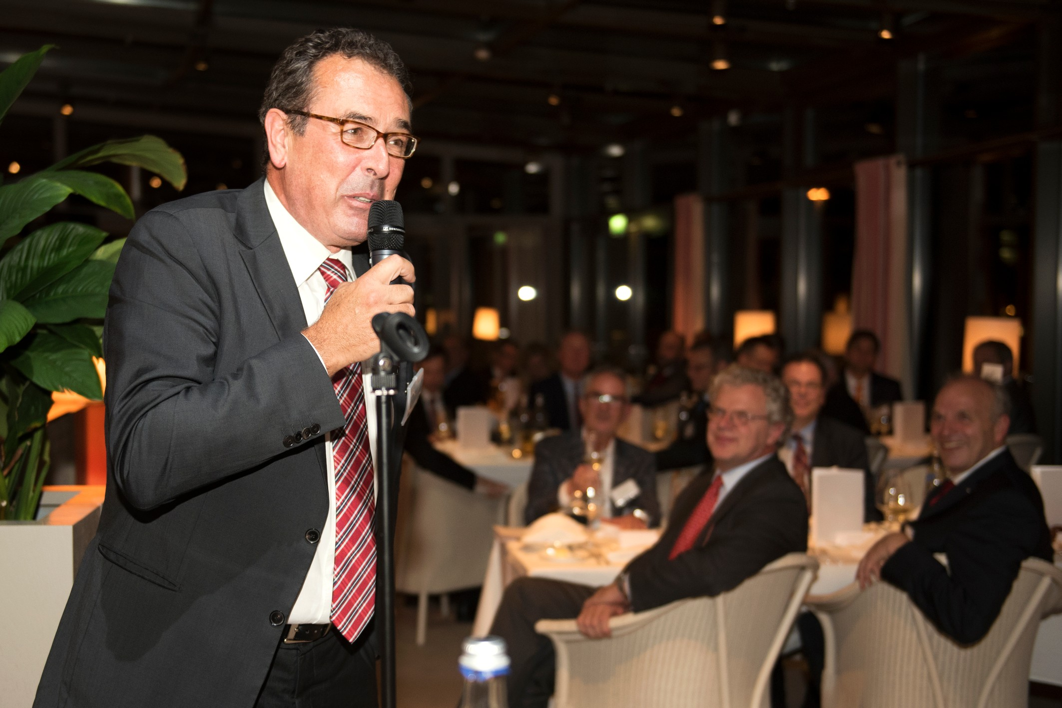 Helmut Kluger, Editor, Automobilwoche takes the stage to speak to the audience during the dinner.