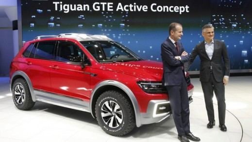 Volkswagen US Chief Micheal Horn and Head of Volkswagen Brand Herbert Diess unveil the Tiguan GTE Active Concept in Detroit.