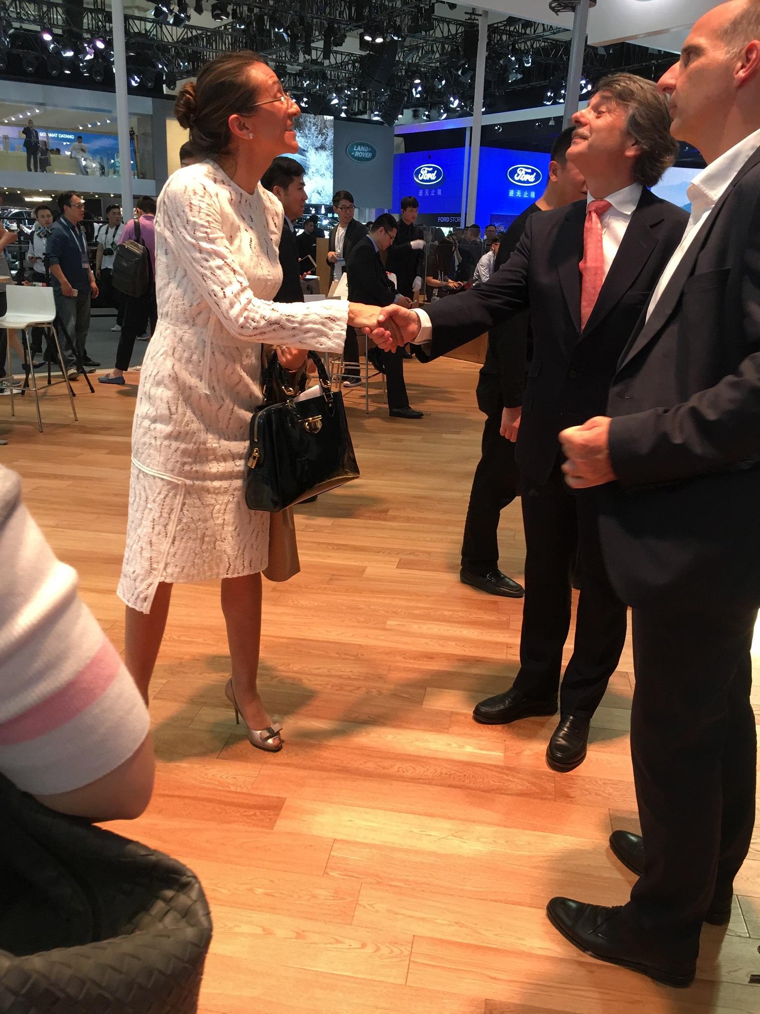 Vanessa Moriel greets Ralf Speth, Global CEO of Jaguar Land Rover.