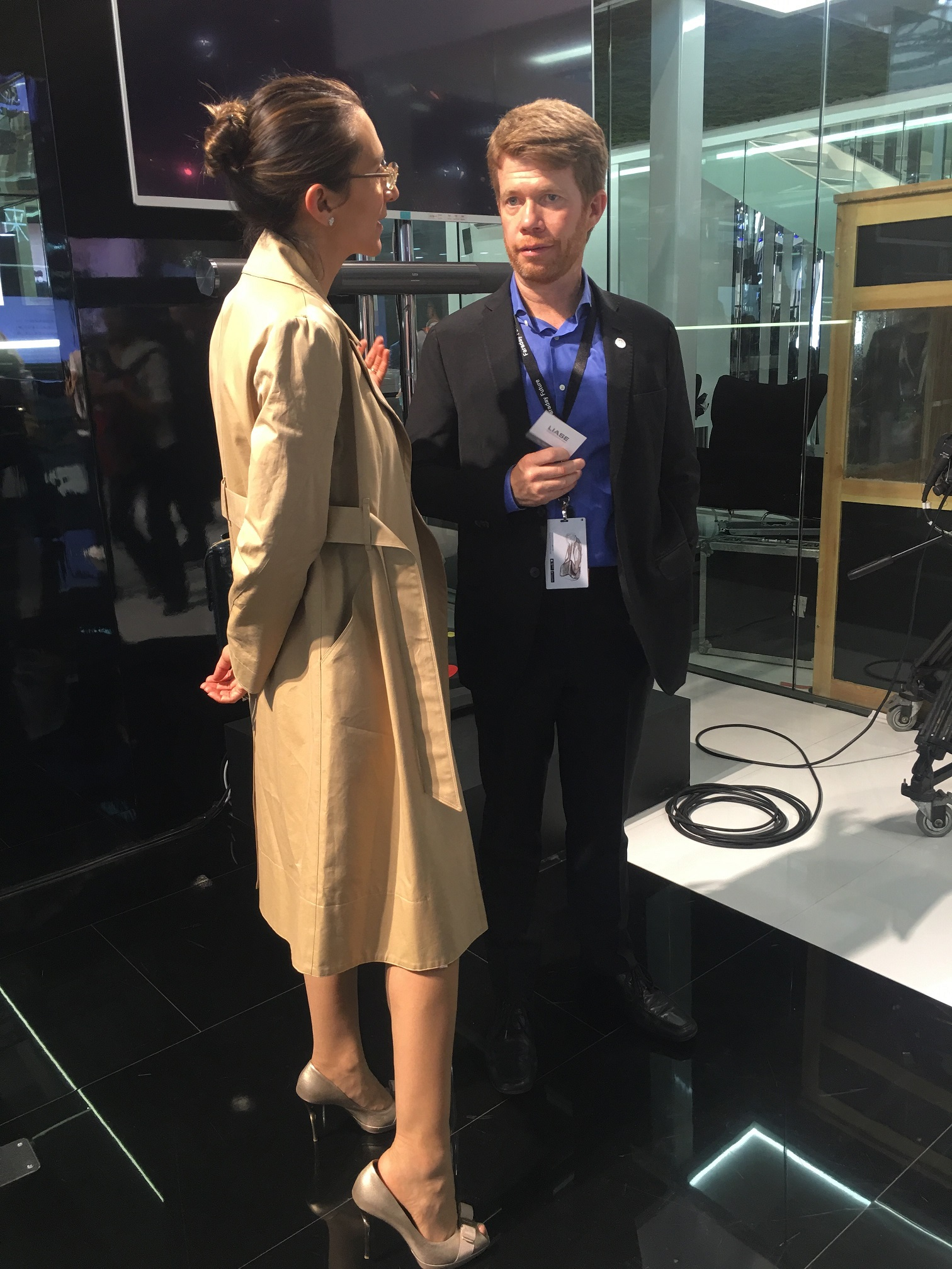 Vanessa Moriel and a Faraday Future Executive exchange ideas on the sidelines of the press day in Beijing.