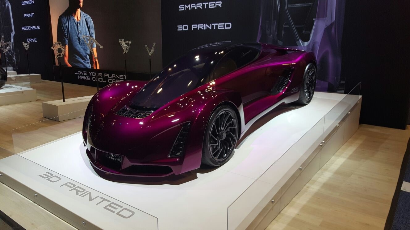 Divergent, an automotive 3D printing company, displayed their impressive 'Blade' car and 'Dagger' motorcycle at CES 2017.